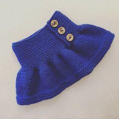 Ca str 2 til 8 år. Baby Hats Knitting, Knitting For Kids, Baby Knitting Patterns, Crochet For Kids, Baby Patterns, Baby Girl Skirts, Baby Skirt, Baby Pants, Knitted Dolls