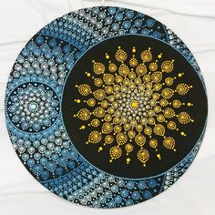 Mandala Sol e Lua 35 cm. Disponível para pronta entrega. #yantramandalas #solelua #moonandsun #mandalas #pontilhismo #dotilism #mandalaartesanal #artesmanuais #kosmos #energi #cosmicart #spiritualart #zenart #mandalapassion #mandaladesign #mandalaartist #mandalando #decoração #handmade #feitoamao #mandalalover #mandalascampinagrande #paraiba #brasil #artesanatoparaibano #artesanato #artesanatocampinagrande #artesanatoparaiba #artesoes #artesanatonordeste