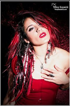 Cara Maria. I'd give ANYTHING to have hair like hers. Beads, couple dreads, some feathers, and the red. LOVE.