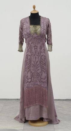 Formal Dress, Couture House of Redfern: 1909, French, lace and beading. Museum of Applied Art, Belgrade