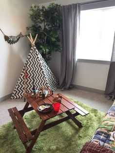Do you love camping? or just the *idea* of camping? We're sharing all the details on how to recreate this outdoors camping theme kids bedroom. Boys Camping Room, Camping Bedroom, Camping Theme, Family Camping, Rv Camping, Camping Ideas, Bedroom Themes, Bedroom Decor, Bedroom Ideas
