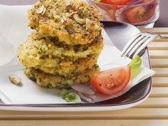 Hirsebratlinge mit Tomatensalat - smarter - Zeit: 30 Min. | eatsmarter.de Sehen diese Bratlinge nicht lecker aus?
