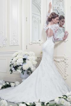 Absolutely gorgeous gown! This is the type of gown I would die for should I ever walk down the isle. The mermaid gown, the subtle train, and the lace is just so, so, so perfect.
