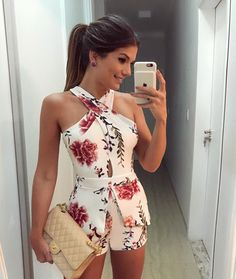 Floral dresses for women and girls are trending in spring and summer style dresses in Here are the best floral outfit ideas for women ideas. Mode Outfits, Stylish Outfits, Girl Outfits, Fashion Outfits, Rompers Women, Jumpsuits For Women, Fashion Blogger Instagram, Style Instagram, Mode Glamour