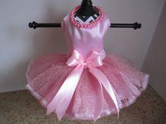 Perro vestido XS color rosa con perlas de por NinasCoutureCloset