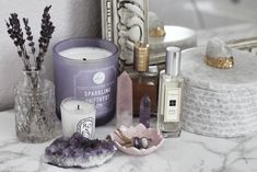 Easy Ways to Decorate with Crystals - Sarah Grace at Home Crystal Room Decor, Crystal Bedroom, Displaying Crystals, Crystal Altar, Crystal Aesthetic, Spiritual Decor, Crystals In The Home, Aesthetic Room Decor, Beauty Room