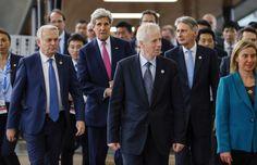 Jean-Marc Ayrault (France), John Kerry (États-Unis), Stéphane Dion (Canada), Philip Hammond (Grande-Bretagne) et Federica Mogherini (Union européenne) à Hiroshima, dimanche