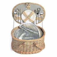 Der stylishe Picknickkorb ist mit all dem ausgestattet, was für ein standesgemäßes Dinieren im Freien nötig ist.