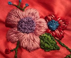 Bordado de flor en seda Embroidery of flower on silk www.instagram.com/barbiegirl_travels_arts
