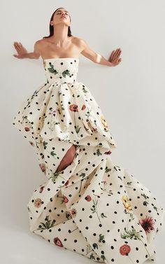 Dots Fashion, Daily Fashion, Fashion Design, Elie Saab, Polka Dot Print, Polka Dots, Baby Girl Pants, Couture Fashion, Bridal Fashion