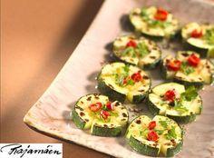 Yrttiset kesäkurpitsakukat sopivat myös buffettiin. Zucchini, Vegetables, Food, Vegetable Recipes, Eten, Veggie Food, Meals, Veggies, Squashes