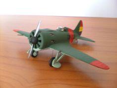 """Maqueta a escala 1/72 del caza soviético Polikarpov I-16 Tipo 10, llamado """"Mosca"""" por el bando republicano y """"Rata"""" por el bando franquista."""