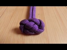 How To Tie A Toggle Button Knot With Paracord - YouTube