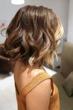 Short Layered Ombre Hair with Curls