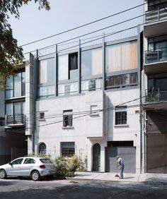 Completed in 2015 in Mexico City, Mexico. Images by Rafael Gamo , Rory Gardiner . The buildings in Condesa, Mexico City, have special regulations surrounding the preservation of architectural heritage because of the history of the. Mexico City, Contemporary Architecture, Interior Architecture, Oasis, Patio Interior, Cladding, Old Houses, Townhouse, Building A House