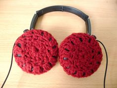 GOLD is what GLITTERS. DIY: Tutorial: Crocheted Headphone Covers