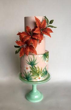 "Hand-painted ""Havana Nights"" cake with sugar Oriental lilies. Image ©️️ Carla Schier."
