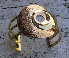 Brass bracelet with threads and circles. Hammered effect. www.lemetissage.it