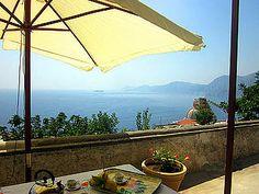 Ferienwohnung: Casa dei Fiori in Praiano - Was kann es Schöneres geben als ein Frühstück im Freien mit Meerblick! www.amalfi-ferien.de