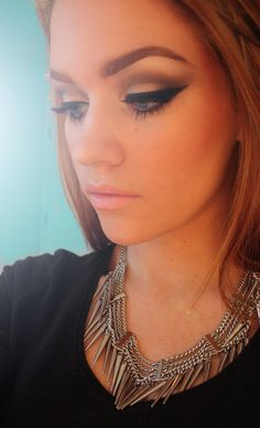 dramatic winged liner