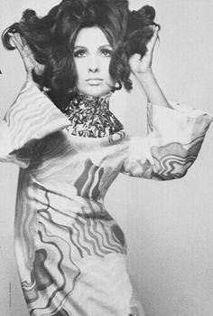 Model Alberta Tiburzi 1967 Vogue Italia nov Photo Giampaolo Barbieri