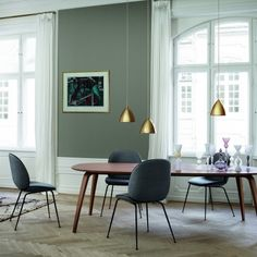 chaise-beetle-gris-marron-gubi-gamfratesi-silvera_01.jpg