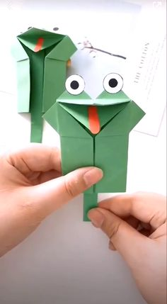 Paper crafts are really cool with their fine designs illustrating some of the best of creative ideas. Enjoy it! # origami paper art How to Make a Paper Frog Toy Paper Crafts Origami, Paper Crafts For Kids, Craft Activities For Kids, Preschool Crafts, Fun Crafts, Summer Crafts, Childcare Activities, Babysitting Activities, Diy Crafts For Girls