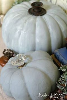 Use old vintage knobs with vintage pumpkins