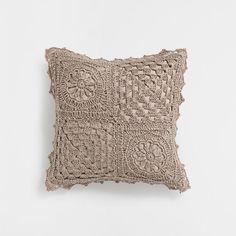 Zara Home Hrvatska Crochet Cushion Cover, Crochet Cushions, Scatter Cushions, Throw Pillows, Zara Home, Crochet Home, Love Crochet, Crochet Pillow Patterns Free, Crochet Buttons