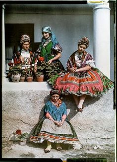 Hungary 1930 - 125 years of National Geographic: the world in pictures Folk Costume, Costume Dress, Traditional Fashion, Traditional Dresses, Hungarian Women, Costumes Around The World, Hungarian Embroidery, World Cultures, National Geographic