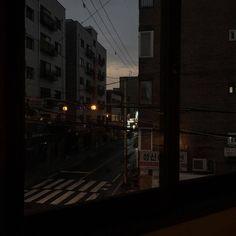 Night Aesthetic, City Aesthetic, Aesthetic Grunge, Aesthetic Photo, Aesthetic Pictures, Aesthetic Japan, Dark Feeds, Look Dark, Night Vibes