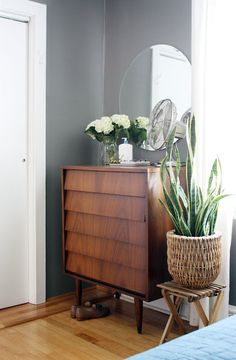 Give a plant some height by putting it on a stool /// 7 Unique Houseplant Display Ideas