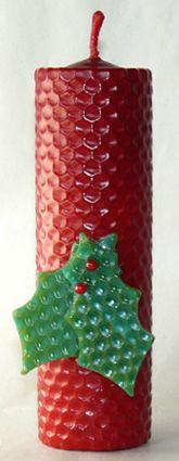 Velas navideñas elaboradas con láminas de cera virgen.