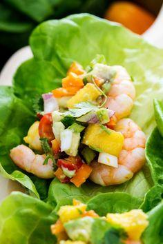 Frische Mango-Avocado-Salsa, Garnelen in süßem und würzigem Mangopüree, … … Fresh mango avocado salsa, prawns in sweet and spicy mango puree, … Easy Lettuce Wraps, Shrimp Lettuce Wraps, Lettuce Wrap Recipes, Veggie Wraps, Mango Avocado Salsa, Shrimp Mango Salad, Good Healthy Recipes, Healthy Foods To Eat, Healthy Eating