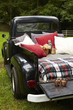 One of my favorite places to have a picnic 💜🍷 Vintage Trucks, Old Trucks, Pickup Trucks, Jeep Pickup, Farm Trucks, Lifted Trucks, Hygge, Cute Date Ideas, Auto Retro