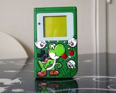 """Custom """"Yoshi"""" Game Boy by Oskunk"""