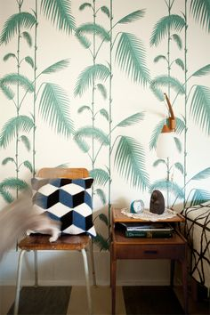 Palms...so vintage, but so current. Love the contrast of the Geometric textiles.