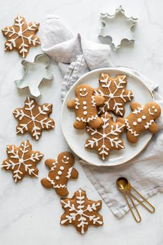 Healthy Gingerbread Cookies Our favorite Soft Gingerbread Cookies Recipe! Made with whole wheat flour, oat flour, and coconut oil, these gingerbread cookies are lightened-up and delicious. Perfect for the holidays! Ginger Bread Cookies Recipe, Cookie Recipes, Sweets Recipes, Almond Cookies, Chocolate Cookies, Holiday Cookies, Holiday Treats, Healthy Christmas Recipes, Healthy Desserts
