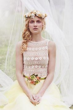Blumenkrone für die Frühlingshochzeit, Pantone 2016 / flower crown for the bride, buttercup made by Magaela via DaWanda.com