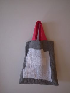 bag・刺し子バッグ Diy Clothes Projects, Japanese Bag, Handbag Storage, Fabric Tote Bags, Linen Bag, Recycled Fabric, Knitted Bags, Leather Fabric, Handmade Bags