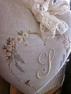 Elizabeth hand embroidery: A new palette for flowers Embroidery Hearts, Blackwork Embroidery, Embroidery Alphabet, Embroidery Monogram, Silk Ribbon Embroidery, Hand Embroidery Designs, Floral Embroidery, Embroidery Stitches, Lace Beadwork