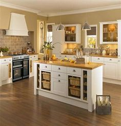 Over the years, many people have found a traditional country kitchen design is just what they desire so they feel more at home in their kitchen. Home Decor Kitchen, Kitchen Living, Kitchen Interior, New Kitchen, Shaker Style Kitchens, Shaker Kitchen, Home Kitchens, Howdens Kitchens, Country Kitchen Designs