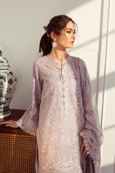 Pakistani Dress Design, Pakistani Dresses, Salwar Kameez, Kurti, Back Patch, Personalized Products, Lovely Dresses, Modest Fashion, Baroque