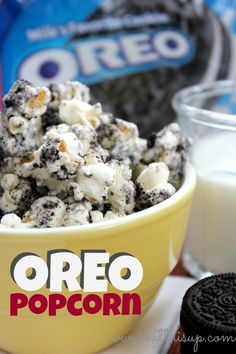 Oreo Popcorn   Print   Oreo Popcorn •12 Oreo cookies •11 oz White Chocolate Chips •5 cup popped Popcorn 1.Crush Oreos but do not reduce them to dust. 2.Melt chocolate by heating in microwave for 30 seconds then stirring and repeating until smooth and melted. 3.In a large bowl. pour chocolate over popcorn and mix to coat evenly. 5.Sprinkle cookie pieces over popcorn and mix to coat evenly. 6.Allow to cool and serve.