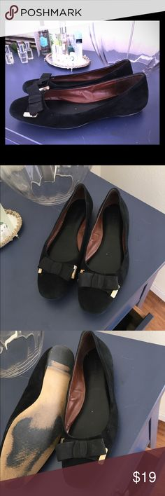 SALE! Black suede flat with bow EUC Banana Republic black suede flats. Have only been worn indoors. Bow is so cute and subtle. These are the perfect polished black flats. Banana Republic Shoes Flats & Loafers