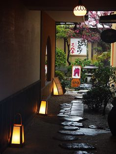 theserpentscoil:    Kyoto by A7design1 on Flickr.