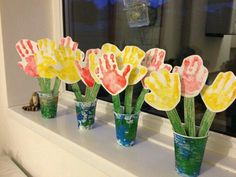 Hand print flowers Lovely Mothers Day craft for pre school children Kids Crafts, Daycare Crafts, Classroom Crafts, Toddler Crafts, Easter Crafts, Mother's Day Activities, Nursery Activities, Spring Crafts, Holiday Crafts
