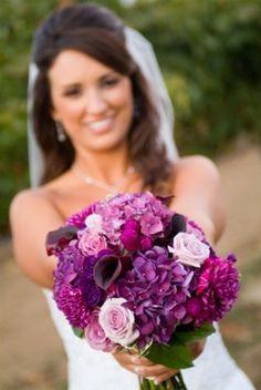 Bukiet z fioletowych dalii, hortensji, kalii i róż