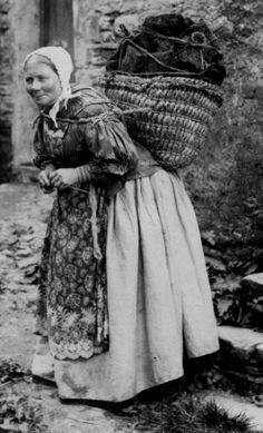 +~+~ Vintage Photograph ~+~+  Hebridean Peat Carrier Scotland.