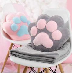 Cute kawaii cat paw pillow + blanket Source by Sewing Crafts, Sewing Projects, Projects To Try, Felt Crafts, Diy And Crafts, Cat Pillow, Pusheen Pillow, Pusheen Plush, Pillow Mat